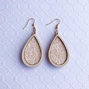Cream glitter wood earrings 🔥2 for$20🔥